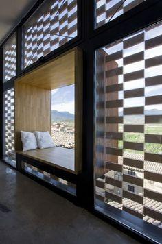 en la casa rural El Cobijo by Blur Arquitectura. Foto © Berta Buzunariz