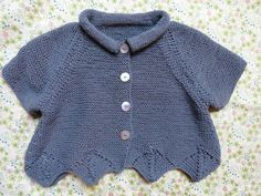 A little cotton spring jacket in garter stitch – except for the collar that will be in reverse jersey. Knitted in Mango Quality from Button … Source by raymondekerisit Bobble Crochet, Crochet Baby, Baby Cardigan, Knit Cardigan, Baby Knitting Patterns, Baby Patterns, Spring Jackets, Garter Stitch, Baby Sewing
