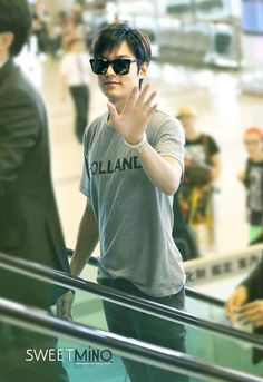 Lee Min Ho at Gimpo airport going to Beijing for an LG event. Lee Min Ho Pics, Lee Min Ho Kdrama, Korean Drama Funny, New Actors, Blockbuster Movies, Kim Woo Bin, Boys Over Flowers, Man Style, Minho