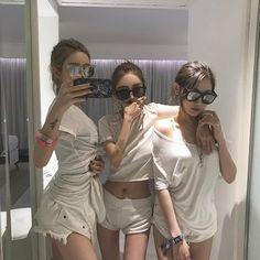These ulzzang girls are soo pretty Korean Couple, Korean Girl, Asian Girl, Korean Style, Asian Style, Korean Fashion Trends, Korean Street Fashion, Moda Ulzzang, Korean Best Friends
