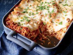 Essential Italian Pasta Recipes Lasagna Meat Sauce, Meaty Lasagna, Meat Sauce Recipes, Veggie Lasagna, Lasagna Noodles, Italian Lasagna, Seafood Lasagna, Beef Recipes, Italian Pasta Recipes