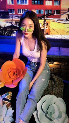 She is just my queen❤️❤️ Kpop Girl Groups, Kpop Girls, Kpop Fashion, Korean Fashion, Hyuna Photoshoot, Kim Chanmi, Kpop Mode, Kim Chungha, Kim Hyuna