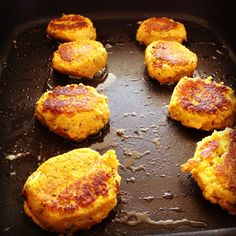 sweet potato & chickpea patties - my lovely little lunch box Sweet Potato And Spinach Recipe, Spinach Recipes, Sweet Potato Recipes, Baby Food Recipes, Cooking Recipes, Savoury Recipes, Sweet Potato Patties, Sweet Potato Fritters, Chickpea Patties