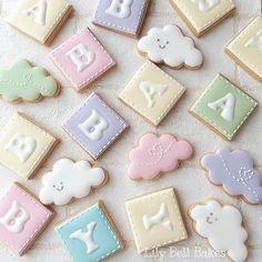 適当に並べたらBBAってなった(꒦ິ⌑꒦ີ) @thecookiecutterland さんで買った とってもかわゆい雲のクッキー型ようやく使いました。サイズ感もイイです♡とりあえず眠いです♡ ・ ・ ・ #アイシングクッキー #手作りクッキー  #手作りお菓子 #アイシングクッキー教室 #cutefood  #decoratedcookies #icingnabari #icingcookies #instagood #instasweets #kawaii #royalicing #sugardecoration #sugarcookies #名張 #BBA #うそん #babycookies #hellobaby