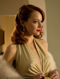 Emma Stone leaves her funny bone behind and goes Old Hollywood glam in her movie Gangster Squad. Here's how to get her look. How can you not love Emma Stone? Ryan Gosling, Vintage Hairstyles, Wedding Hairstyles, Funky Hairstyles, Formal Hairstyles, Ema Stone, Emma Stone Hair, Actress Emma Stone, Stella Maxwell