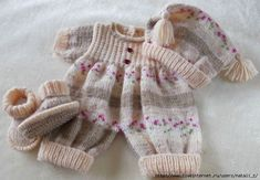 A lovely pattern to knit for a baby or reborn Knitting Bear, Baby Cardigan Knitting Pattern Free, Baby Boy Knitting, Afghan Crochet Patterns, Knitting For Kids, Baby Knitting Patterns, Crochet For Kids, Baby Patterns, Crochet Baby