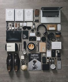 """linxspiration: """"Knolling by Fitz Huxley, Things Organized Neatly, Style Hipster, Flat Lay Photography, Photography Gear, Photography Equipment, Edc Everyday Carry, Desk Setup, Office Setup"""
