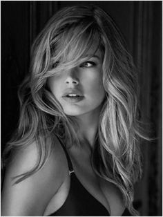 If you don't know Doutzen Kroes by know, please get out of the cave. Carefully selected top 50 most beautiful Doutzen Kroes face shots. Foto Portrait, Long Bangs, Doutzen Kroes, Great Hair, Awesome Hair, Pretty Hairstyles, Short Hairstyle, Pretty Face, Her Hair
