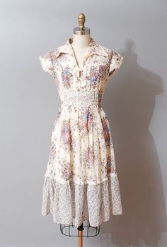 Garden Floral Dress, so gentle and pretty! 1970s Dresses, Vintage Dresses, Vintage Outfits, Lush Clothing, Floral Clothing, Floral Fashion, Vintage Fashion, Vintage Style, Classic Outfits