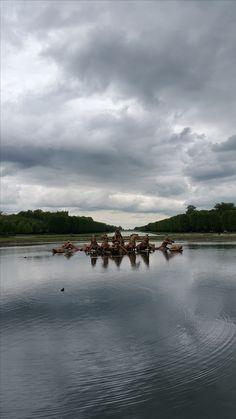 Grote ondiepe vijver met sierlijke fontein uit de renaissance, Versailles