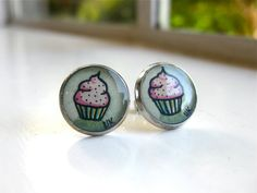 handpainted cupcake earrings. it doesn't get much better.