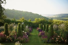 Jinny Blom Brings Eclecticism and Order to the U.K.'s Finest Gardens — 1stdibs Introspective