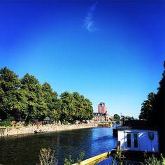 Don't you just love summer? It's the city at It's best. Next to the water best place in town. #utrecht #030 #merwedekanaal #kanaalweg #HKf #ig_photooftheday #ig_great_pics #ig_utrecht #summer #swimming #munt #kanaal #MomentDesign Kijk voor meer info op www.heleenklop.nl