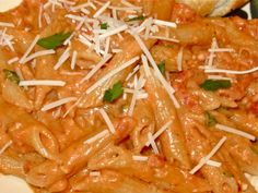 Growing up in an Italian family, when I think comfort food I think of a big bowl of pasta. My Penne alla Vodka delivers just that. its cre. Best Penne Alla Vodka Recipe, Penne Vodka, Italian Dishes, Italian Recipes, Vodka Recipes, Pasta Recipes, Vodka Sauce, Cooking Recipes, Healthy Recipes