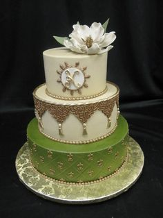 oh my gosh...i really do love this cake. What do would you think about black on the bottom instead of the green? My colors are black and champagne w/ gold accents....