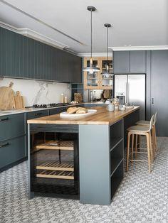 Apartment in Barcelona by The Room Studio Modern Kitchen Cabinets, Modern Kitchen Design, Interior Design Kitchen, Modern Kitchens, Home Decor Kitchen, Kitchen Furniture, Natural Kitchen, Kitchen Fixtures, Green Kitchen
