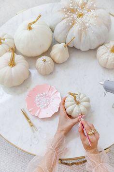 Diy Pumpkin, Pumpkin Crafts, Baby In Pumpkin, Fall Crafts, Baby Shower Fall, Fall Baby, Thanksgiving Decorations, Halloween Decorations, Pink Pumpkins