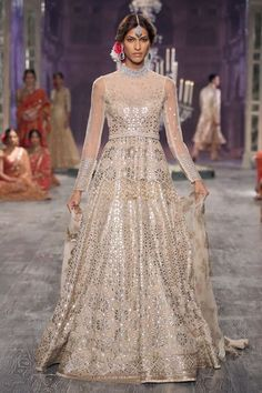 Tarun Tahiliani's Wedding Collection 2016 {India Couture Week} white and gold gota work wedding lengha Indian Bridal Wear, Indian Wedding Outfits, Indian Outfits, Indian Clothes, Pakistani Bridal, Indian Weddings, Indian Wear, Tarun Tahiliani, Indie Mode