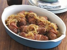 Würstchen mit Baconmantel und glasierten Zwiebeln ist ein Rezept mit frischen Zutaten aus der Kategorie Zwiebelgemüse. Probieren Sie dieses und weitere Rezepte von EAT SMARTER!
