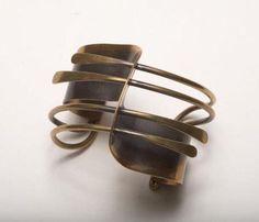 Cuff | Art Smith. Brass. ca 1948. | Sold on 4th December 2005, for 3,200$ Bird Jewelry, Jewelry Art, Jewelry Ideas, Antique Jewelry, Arthur Smith, Alexander Calder, Brass Cuff, Metal Bracelets, Jewelries