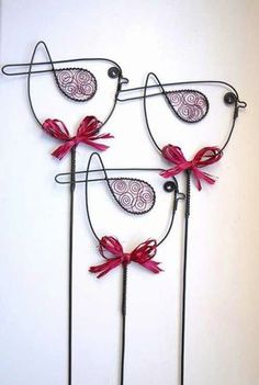 Wire Crafts, Metal Crafts, Diy And Crafts, Arts And Crafts, Wire Hanger Crafts, Sculptures Sur Fil, Wire Sculptures, Diy Para A Casa, Wire Ornaments