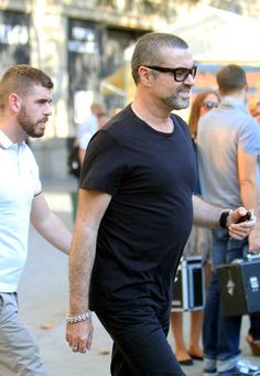 George Michael Photos Photos - George Michael spends an afternoon touring Barcelona with his new boyfriend after performing the night before. - George Michael in Barcelona My Only Love, First Love, Beautiful Voice, Beautiful Men, George Michael Died, Highgate Cemetery, True Legend, New Boyfriend, The Night Before