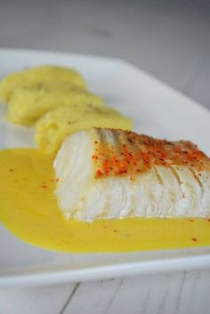 Cod back with tangerine butter - Fish recipe based on cod back served with citrus butter - Fish Recipes, Vegetable Recipes, Snack Recipes, Cooking Recipes, Mandarine Recipes, Snacks Under 100 Calories, Healthy Snacks, Healthy Recipes, Butter