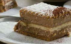 Μια εύκολη σοκολατίνα με μερέντα και μπισκότα που σίγουρα κανείς δεν θα αρνηθεί να δοκιμάσει! Εκτέλεση Ζεσταίνετε το 1 λίτρο γάλα σε μια κατσαρόλα. Παράλληλα, βάζετε σε ένα μπολ τη ζάχαρη, το αλεύρι και τα αυγά και τα ανακατεύετε καλά με έναν αυγοδάρτη. Λίγο πριν βράσει το γάλα, το αποσύρετε και ρίχνετε το 1/3 στο …