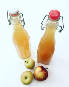 Homemade raw apple cider vinegar (vinagre de maçã)