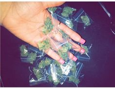 @ѕayrιaѕayyѕ Weed Girls, 420 Girls, Hi Babe, Stoner Girl, Smoking Weed, Mary Janes, Cannabis Oil, Bongs, Medical Marijuana