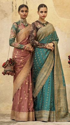 Indian Bridesmaid Dresses, Indian Dresses, Indian Outfits, Saree Blouse Patterns, Saree Blouse Designs, Sabyasachi Sarees, Bollywood Saree, Bollywood Fashion, Cotton Saree Designs