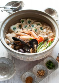 Yosenabe is packed with seafood, chicken and vegetables. Unlike shabushabu, you don't need dipping sauces becauseyosenabe is cooked in flavoured soup.
