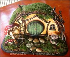 Hobbit home, painted in acrylics: out of wood, fabric, dried up grass/moss… Hobbit Door, The Hobbit, Love Images, Fairy Houses, House Painting, Fun Projects, Conservation, Making Out, Painted Rocks