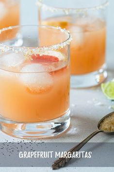 Grapefruit margaritas are the perfect cocktail to sip with any type of Mexican food. Making cocktails at home is both fun and easy. Only a few ingredients and you are ready for happy hour! Frozen Drink Recipes, Easy Drink Recipes, Sangria Recipes, Beer Recipes, Margarita Recipes, Smoothie Recipes, Summer Recipes, Smoothies, Types Of Mexican Food