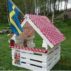 85 Fun Backyard Kids Design Ideas for Summer Outdoor Playground Kids Outdoor Play, Outdoor Play Spaces, Backyard For Kids, Backyard Projects, Outdoor Projects, Backyard Pallet Ideas, Garden Pallet, Pallet House, Natural Playground