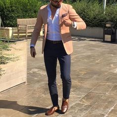 Mens style looks. Stylish Mens Outfits, Stylish Mens Fashion, Men's Fashion, Fashion Ideas, Classy Outfits, Fashion Inspiration, Fashion Suits, Mens Style Looks, Men's Style