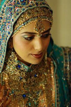 dulhan muslim Bridal Hijab, Hijab Bride, Muslim Fashion, Bollywood Fashion, Bollywood Style, Asian Fashion, Asian Bridal, South Asian Wedding, Perfect Bride
