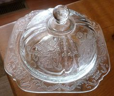 Vintage Madrin Depression Glass Round Butter Dish / Here is a beautiful Madrid pattern round butter dish. Whether you want to have for your collections, start a collection, use as a butter dish, or a candy dish, this one is in excellent condition /16.50