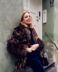💙🐿️ marni 'trunk' shoulder bag in black Hanna Stefansson, Winter Is Coming, Strike A Pose, Marni, Designer Shoes, Fur Coat, Trunks, Poses, Jackets