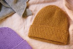 Different Textures, Baby Knitting Patterns, Kids And Parenting, Hue, Knitted Hats, Winter Outfits, Knit Crochet, Sewing, Crafts