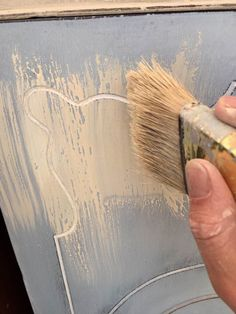 Quickly apply the wash over the sealed base coat. Chalk Paint Colors, White Chalk Paint, Chalk Paint Bed, Annie Sloan Chalk Paint Furniture, Painted Beds, Hand Painted Furniture, Faux Painting, Diy Painting, Painting Steps