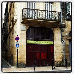 Deuxième devinette : qui a vécu là ??? #touristedansmaville #igersbordeaux #igersgironde #igersaquitaine #bordeauxmaville by lapetitepoulenoire