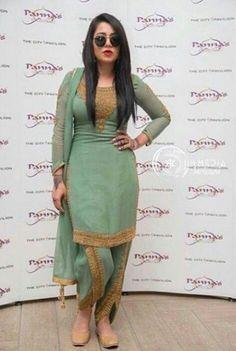 mpreet MPreetYou can find Designer punjabi suits and more on our website Patiala Suit Designs, Kurta Designs Women, Kurti Designs Party Wear, Punjabi Dress, Pakistani Dresses, Punjabi Salwar Suits, Punjabi Bride, Patiala Salwar, Stylish Dress Designs