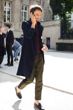 Two tone pants. We're going to start seeing more of these. via The Sartorialist and chicfeed