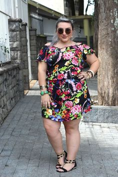 30 Lovely Flower Dress Inspiration for Women Plus Size in Fall - Curvy Women Fashion, Plus Size Fashion, Fashion Models, Girl Fashion, Fashion Art, Plus Size Dresses, Plus Size Outfits, Black And White Makeup, Look Legging