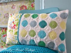Shabby-Roses-Cottage: crochet, crochet~ oops, it doesn't fit, but I like the colors of the circles :)