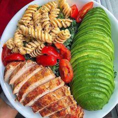 Spicy Chicken with chickpea pasta + avocado 👉🏻Recipe: Whilst 2 breasts cook, mix cup hot sauce + 2 tbsp coconut aminos + 1 tsp garlic + 2 tbsp + seasoning + 🍯 Coat with mixture then bake for 20 mins. Healthy Meal Prep, Healthy Eating, Healthy Recipes, Easy Recipes, Keto Recipes, Protein Recipes, Vegan Protein, Eating Clean, Potato Recipes
