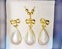 Estate 18k Pear Shaped High Luster Teardrop Mabe Pearl Bow Dangle Pendant & Earring Set - Mabe Pearl 18k Bow Set Earrings and Pendant Set by GranvilleGallery on Etsy