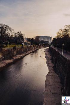 Der wunderschöne Sonnenuntergang im Wiener Stadtpark. Absolut sehenswert! Der Wiener Stadtpark gilt als gerne besuchter Ort für Touristen, aber auch als Erholungsgebiet für Einheimische. Osaka Japan, Franz Lehar, Parks, River, Outdoor, Havana Cuba, Beautiful Sunset, Urban Park, Recovery