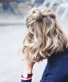 Hairstyles - Cutest Medium Wavy Half Updo Hairstyles for Women